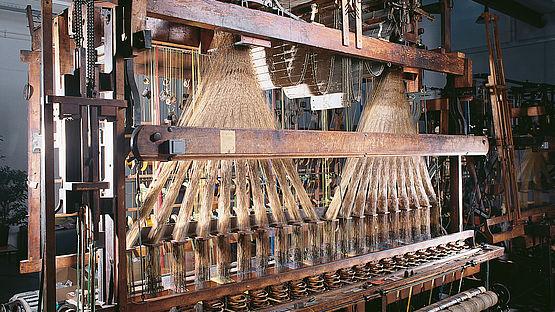 Jacquard weaving loom for processing Lyonese Wares